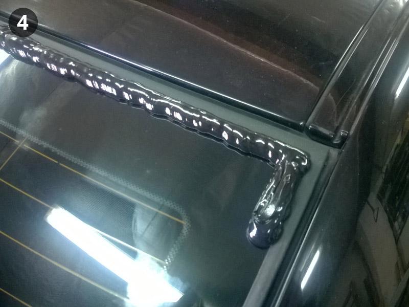 Установка бленды на BMW E60. Наносим герметик
