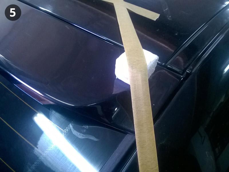 Прижимаем малярным скотчем бленду BMW E60